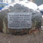 Pamiątkowa tablica Krzysztofowi Kolbergerowi na Skwerze Jego imienia.
